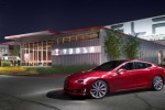 Tesla Model S climbs back to top of Consumer Reports safety ratings