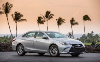 2017 Chrysler 200 vs. 2017 Toyota Camry: Compare Cars