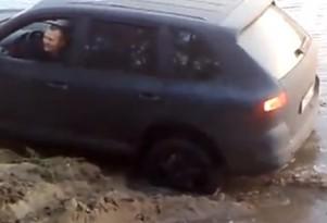 A Porsche Cayenne's tire explodes when stuck in the mud