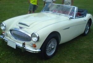 An Austin-Healey 3000, similar to Bob Russell's