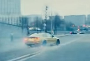 BMW M4 drifts on Moscow streets