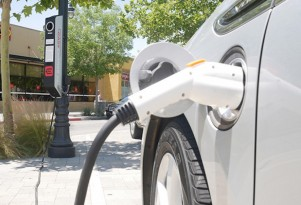 Streetlights that charge electric cars arrive in California city
