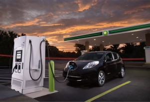 Should electric-car makers subsidize fast charging for owners?