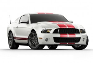 Video: 2010 Ford Mustang Shelby GT500 On the Track