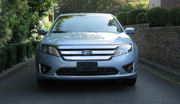 2010 ford fusion hybrid honest to goodness 40 mpg mid sizer. Cars Review. Best American Auto & Cars Review