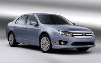 2010 Ford Fusion Hybrid: Honest-To-Goodness 40-MPG Mid-Sizer