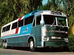 Greyhound bus (Image by Flickr user aldenjewell)
