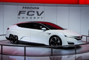 Honda FCV Concept: Hydrogen Fuel-Cell Vehicle Coming In 2016 (Live Photos)
