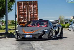 Horacio Pagani driving a McLaren P1 (Image via Keno Zache Photography)