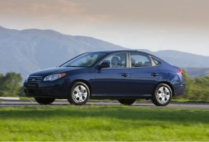 2010 Hyundai Elantra Lineup Saves Gas And Goes Blue