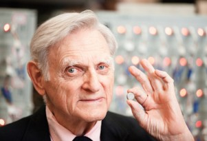 Battery legend Goodenough not done yet: new solid-state chemistry introduced