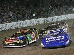 Kyle Busch and Kasey Kahne battle in Prelude To The Dream