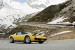 "Lamborghini recreates ""The Italian Job"" scene with 2 Miuras"