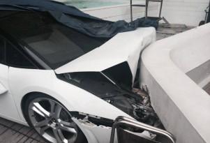 Lamborghini Gallardo Spyder crashed by hotel valet. Image via BigBoyToyz.