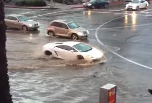 Lamborghini Gallardo tackles flooded road