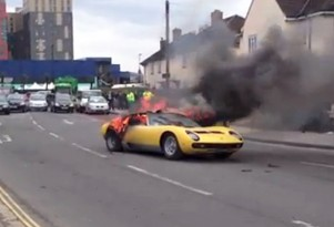 Lamborghini Miura P400 SV on fire on a London street