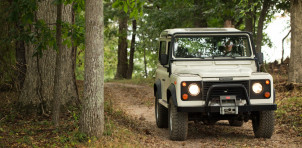 """Land Rover Experience """"Defender Driving Experience"""" with vintage Defender"""