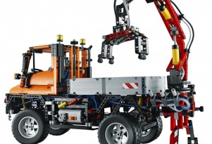 LEGO Mercedes-Benz Unimog model