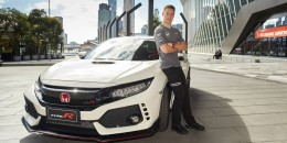 McLaren Formula One driver Stoffel Vandoorne samples the 2017 Honda Civic Type R