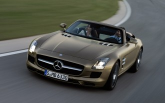 Video: 2012 Mercedes-Benz SLS AMG Roadster Just Too Beautiful