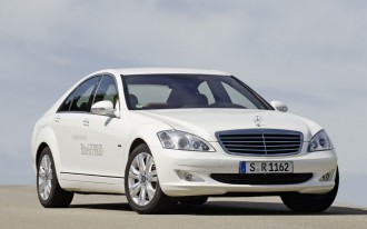 2009 Mercedes-Benz S400 Hybrid: Lithium-Ion Hits the Streets