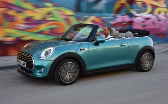 Distracted Drivers, 2016 Toyota Land Cruiser, 2016 MINI Convertible: What's New @ The Car Connection