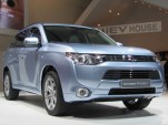 2017 Mitsubishi Outlander Plug-In Hybrid: On Sale Late Summer, Now