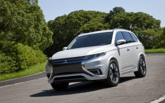 2015 Toyota Camry, Lending Discrimination, Mitsu Outlander PHEV: What's New @ The Car Connection