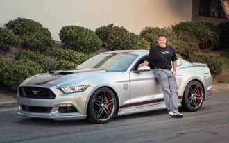 2015 Lincoln Navigator, Corvette Vs. Viper, Chip Foose Mustang: What's New @ The Car Connection