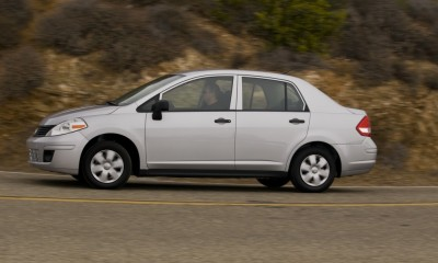 2009 Nissan Versa Photos