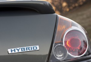 2013 Nissan Altima (Mild) Hybrid: High Gas Mileage, V-6 Power