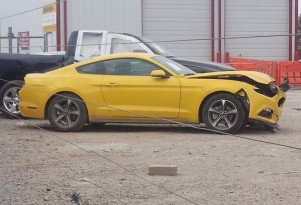 One of the first 2015 Ford Mustangs to suffer a crash (Image via Mustang6G)