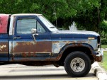 rusty Ford F-150 pickup truck, by Flickr user merobson
