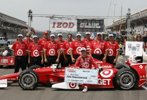 Scott Dixon's crew won the IZOD Pit Stop contest - Photo courtesy IZOD IndyCar Series/LAT