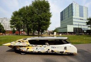 New Stella Solar Electric Car Produces More Energy Than It Uses