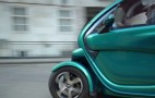 Sir Stirling Moss Loves Tiny Cars, Drives A Twizy: Video