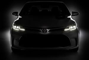 Teaser for 2016 Toyota Avalon debuting at 2015 Chicago Auto Show