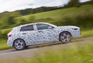 Teaser for 2017 Infiniti Q30 debuting at 2015 Frankfurt Auto Show