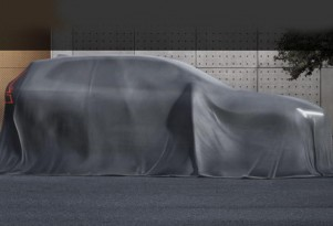 Teaser for 2018 Volvo XC60 debuting at 2017 Geneva auto show