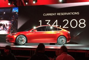 Tesla talks to LG, Samsung about Model 3 battery cell supplies