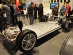 Electric-car battery costs: Tesla $190 per kwh for pack, GM $145 for cells