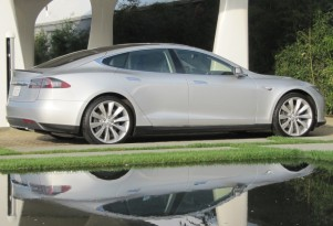 2013 Tesla Model S: Green Car Reports' Best Car To Buy 2013