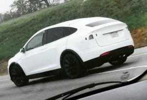 Tesla Model X testing on California road, Mar 2015  [Twitter: ModelXnews]