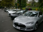 Tesla owners &amp; supporters gather in Statehouse in Austin to support company [photo: John Griswell]