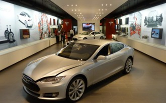 Who needs dealers? Tesla wants to sell cars at Nordstrom