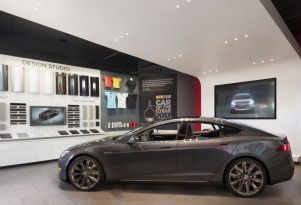 Lexus Keeping An Eye On Tesla, Calls Mall Stores 'Clever'