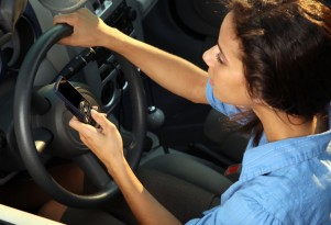 IIHS: Texting Bans Could Be Ineffective