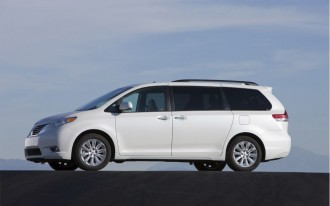2011 Toyota Sienna, Avalon Named IIHS Top Safety Picks