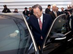 UN Secretary General Ban Ki-moon checks out his armored Hyundai Equus - image: Hyundai
