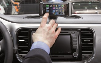J.D. Power: Drivers Ignore High-Tech Car Features, Don't Want Apple CarPlay Or Android Auto